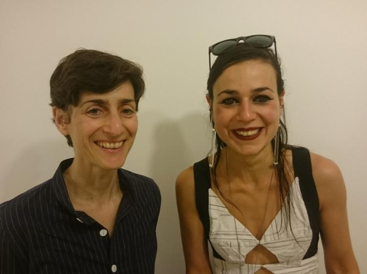"Filleule et marraine réunies, à l'occasion du vernissage de ""Display This Play"". Cité Internationale des Arts de Paris, le 4 juillet 2017."